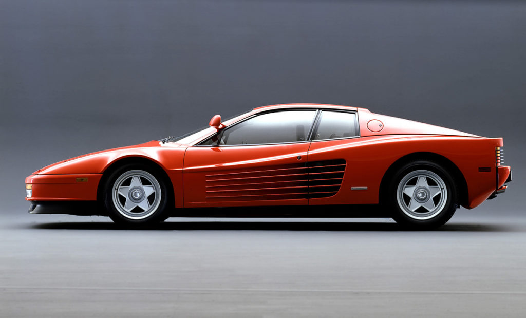 - Il modello Ferrari Testarossa fu presentato al Salone di Parigi nell'ottobre 1984.
