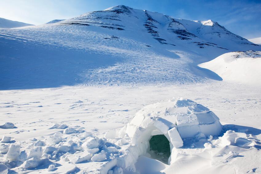 construcción de iglú en la nieve para niños