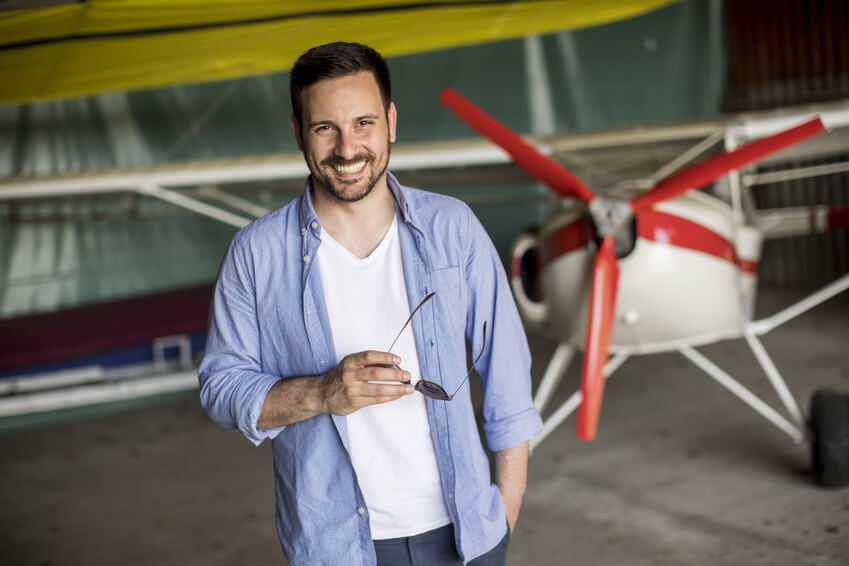Gift ideas for a man: pilot experience for a day